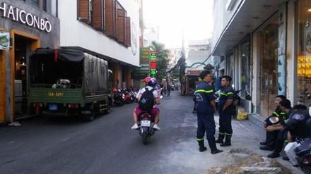 Căn nhà phát nổ như bom nghi do chứa hóa chất - Ảnh 2.