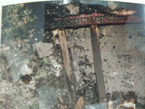 Truy lùng ra hung thủ sát hại nữ hộ sinh Bệnh viện Phụ sản Trung ương từ dấu vết trong đống tro tàn - Ảnh 1.