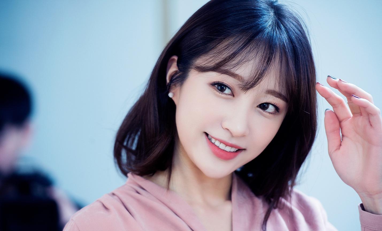 Sao Hàn: Đóng MV cho PSY, Naeun nổi thật đấy nhưng vẫn kém một mỹ nhân khác của TWICE