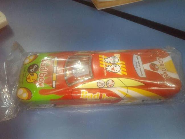 Bé gái tiểu học suốt ngày mang gói băng vệ sinh đến lớp, cô giáo sốc nặng khi thấy thứ bên trong - Ảnh 2.