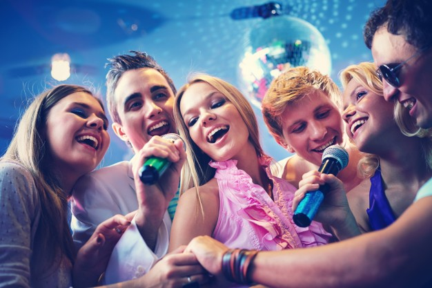 Câu chuyện khó tin ít người biết đằng sau sự ra đời của những chiếc máy hát karaoke - Ảnh 1.