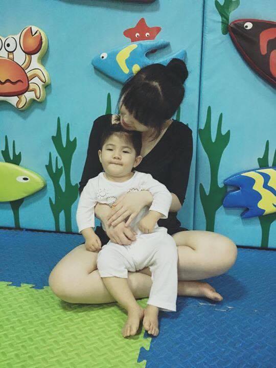 Mẹ nuôi 9x tổ chức sinh nhật hoành tráng cho em bé Lào Cai, tiết lộ người chăm sóc bé thật sự - Ảnh 7.