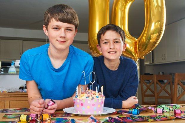 Hai cậu bé dễ thương trong đoạn video gây sốt YouTube 10 năm trước giờ ra sao? - Ảnh 4.