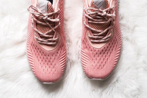 Quên adidas NMD Raw Pink đắt đỏ đi, đôi sneaker màu hường này cũng yêu không kém mà giá rất phải chăng - Ảnh 3.