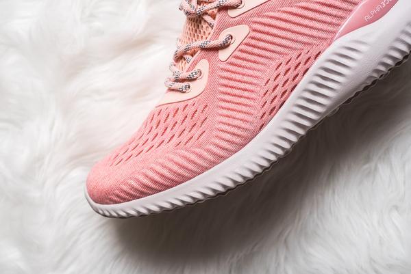 Quên adidas NMD Raw Pink đắt đỏ đi, đôi sneaker màu hường này cũng yêu không kém mà giá rất phải chăng - Ảnh 5.