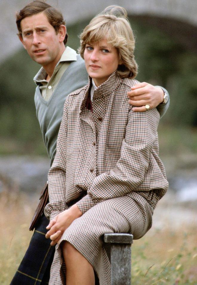 Hé lộ những sự thật động trời về đám tang Công nương Diana mà Hoàng gia Anh giấu kín 20 năm nay - Ảnh 2.
