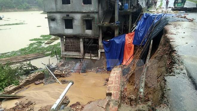Mưa lớn gây lở đất chôn vùi hàng trăm người ở Bangladesh - Ảnh 2
