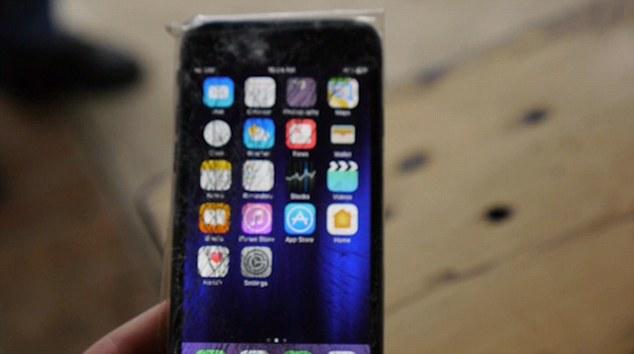 Thử nghiệm điên rồ: Cho cá sấu nhai iPhone 7! - Ảnh 3.