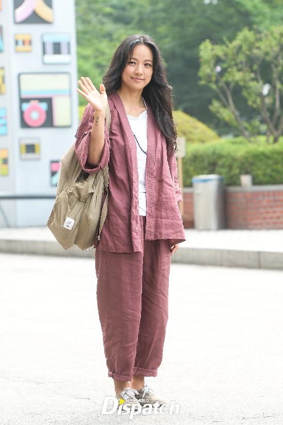 Đẳng cấp nhan sắc của Lee Hyori: Mặc đồ nhăn nhúm vẫn đẹp như nàng tiên - Ảnh 2.