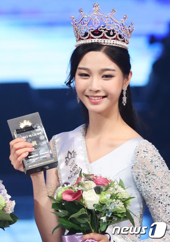 Hoa hậu Hàn Quốc 2017: Trao đến tận 7 vương miện, nhưng tất cả đều bị chê bai thậm tệ về nhan sắc - Ảnh 2.