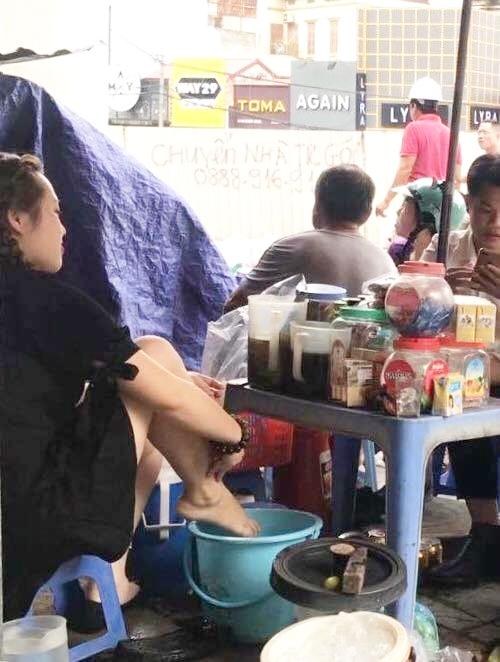 """Lập biên bản xử phạt người quay clip """"Cô gái trẻ lấy nước rửa chân pha trà đá cho khách"""""""