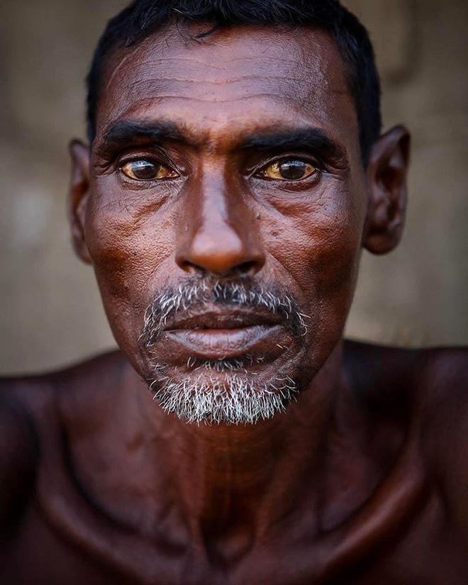 Nuốt nước mắt giấu con nghề mình làm, ông bố nghèo khiến cả nghìn người nghẹn lời vì xúc động - Ảnh 1.