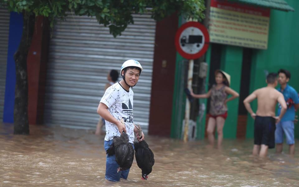 Chùm ảnh: Bão số 10 chưa qua, các tỉnh miền Trung đã tan hoang, ngập lụt