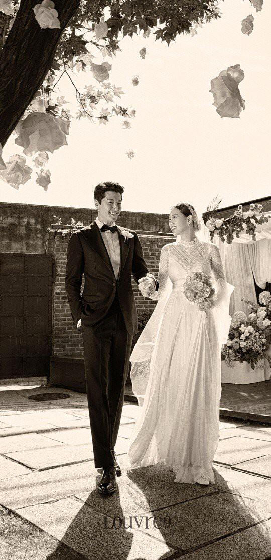 Jo Yoon Hee khoe ảnh bụng bầu bên chồng Lee Dong Gun: Thoát mác con ghẻ quốc dân vì quá hạnh phúc! - Ảnh 4.