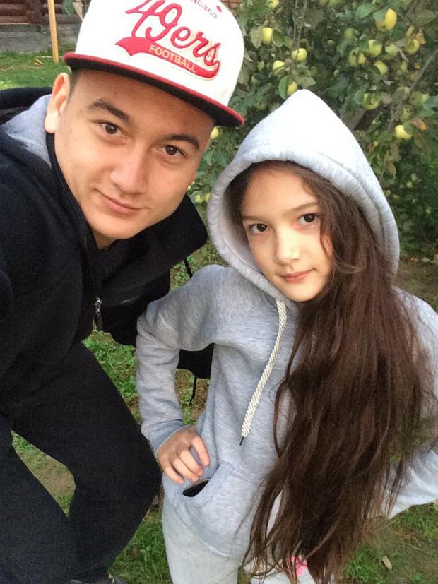 Thủ thành trai đẹp Lâm Tây lãng mạn hôn bạn gái hot-girl - Ảnh 4.