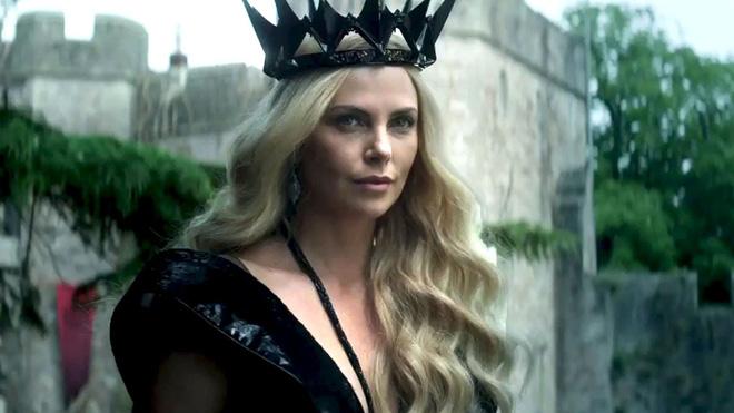 Hoàng hậu được mệnh danh là ác phụ độc dược, 3 đời chồng vẫn đẹp như đóa hồng Athens - Ảnh 1.