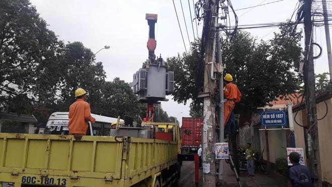 Xe container tông trạm biến thế, cả ngàn hộ dân mất điện - ảnh 1
