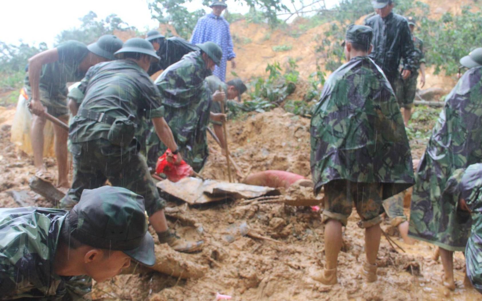 Thi thể công nhân ở Quảng Nam bị núi vùi lấp trôi sang Quảng Ngãi