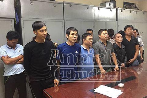 Cảnh sát hình sự Hà Nội giăng lưới triệt xóa ổ cờ bạc chuyên nghiệp trong hẻm tối - ảnh 1