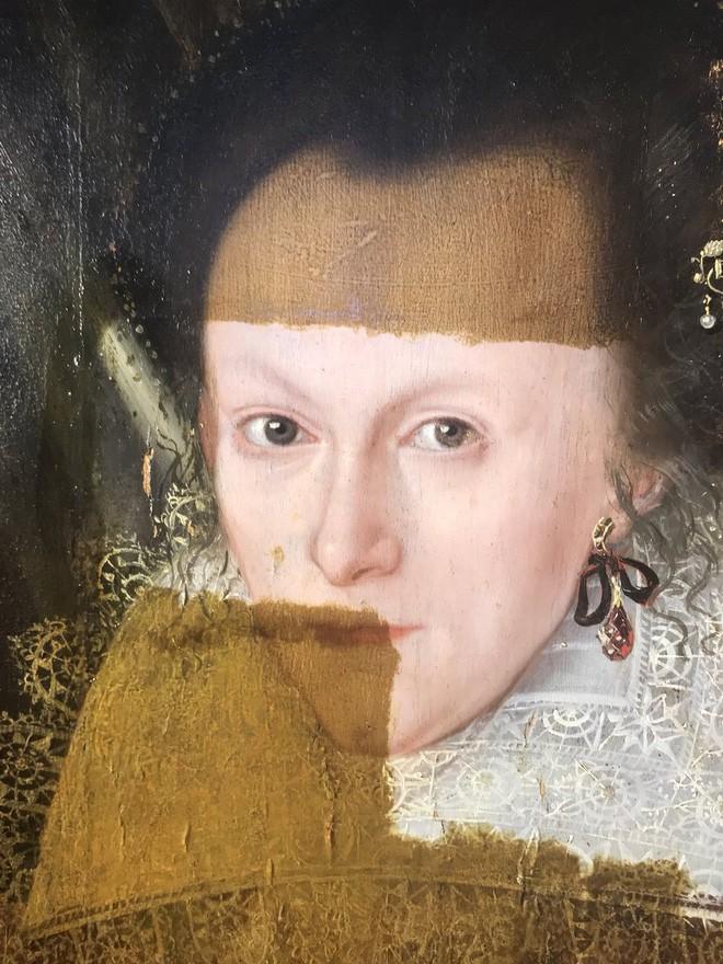 Khám phá bí ẩn của bức tranh cổ chỉ được hiện ra khi tẩy lớp màu trên cùng - ảnh 2