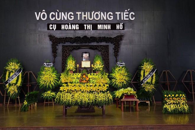 Người thân bật khóc bên linh cữu cụ bà Hoàng Thị Minh Hồ - người hiến hơn 5.000 lượng vàng cho nhà nước - Ảnh 1.