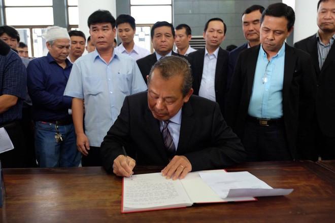 Người thân bật khóc bên linh cữu cụ bà Hoàng Thị Minh Hồ - người hiến hơn 5.000 lượng vàng cho nhà nước - Ảnh 12.