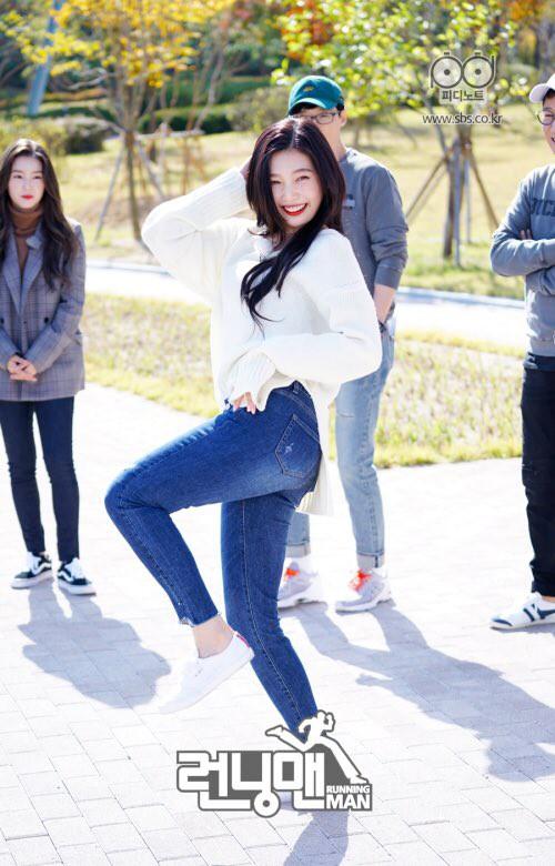 Thêm một mỹ nữ chân yếu tay mềm xé được cả bảng tên của Kim Jong Kook! - Ảnh 4.