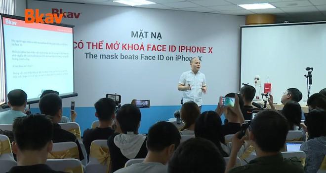 CEO Nguyễn Tử Quảng nhận định bảo mật Face ID kém bảo mật mống mắt của Samsung - Ảnh 1.