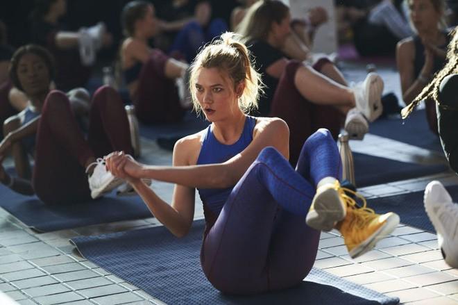 Quay trở lại show diễn Victoria's Secret 2017, Karlie Kloss chia sẻ bí quyết giữ dáng khiến ai cũng ngưỡng mộ - ảnh 2