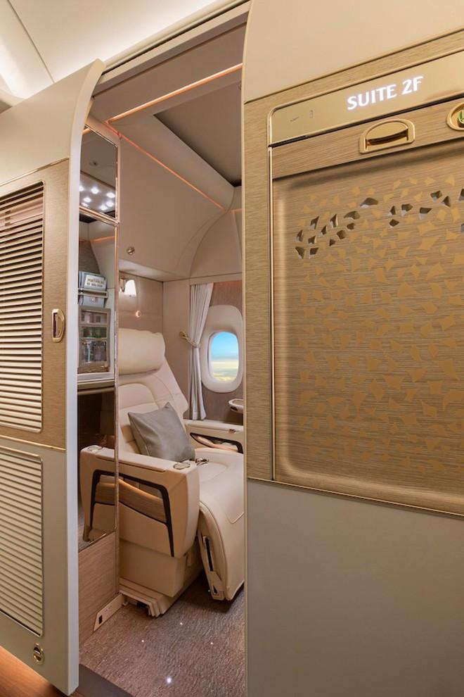 Emirates ra mắt khoang hạng nhất mới siêu sang trên Boeing 777-300ER: lấy cảm hứng Mercedes-Benz S-Class, tích hợp ghế không trọng lực và cửa sổ ảo - ảnh 2