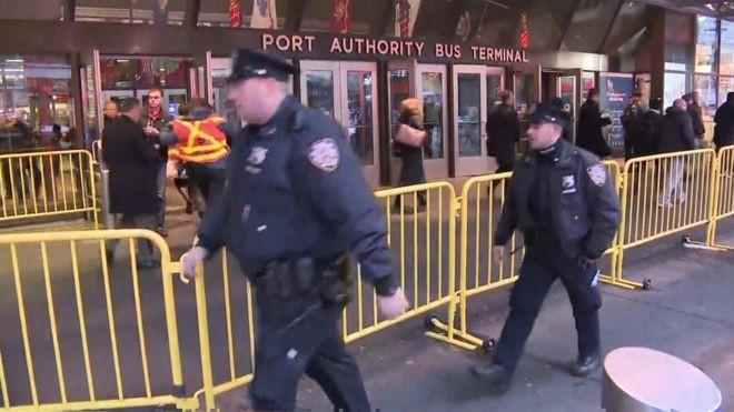 Khủng bố đánh bom gây nổ lớn khiến hai người bị thương tại Manhattan, New York: cảnh sát và cứu hỏa đã có mặt tại hiện trường - Ảnh 1.