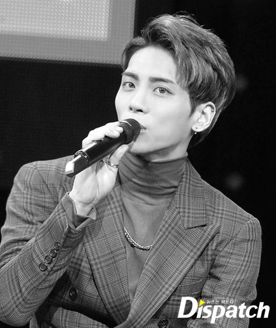 Bạn thân 5 năm tiết lộ Jonghyun gặp vấn đề tâm lý và ngọn nguồn nguyên nhân khiến nam ca sĩ túng quẫn - Ảnh 1.