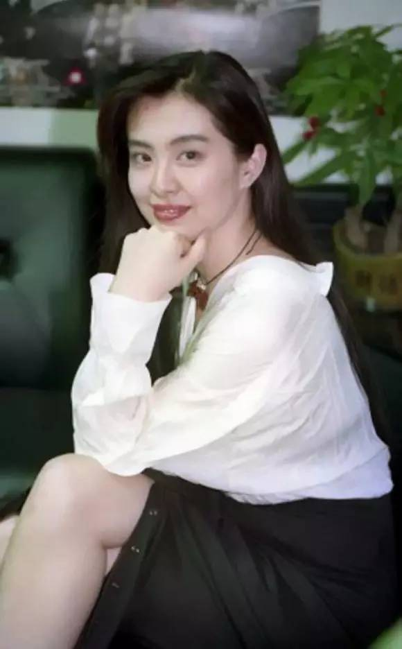 Nhan sắc của những mỹ nhân TVB thập niên 90: Chẳng cần photoshop vẫn đẹp đến nao lòng - Ảnh 11.