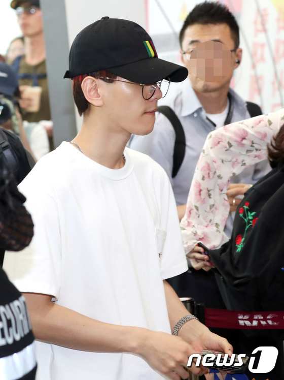 DBSK, SNSD, EXO cùng dàn trai xinh gái đẹp nhà SM đồng loạt đổ bộ, gây náo loạn sân bay - Ảnh 11.
