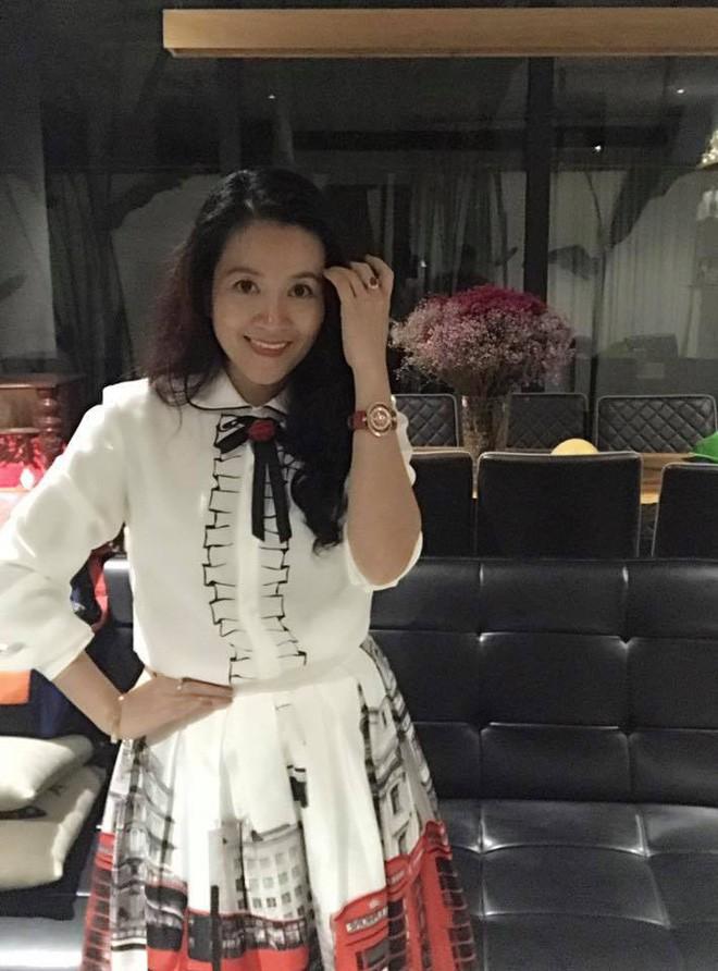 Chân dung vợ đại gia hơn tuổi của Bình Minh: Ngoài xã hội là người đàn bà thép, về nhà là lạt mềm buộc chặt - Ảnh 11.