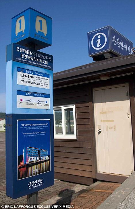 Bên trong thị trấn ma đầy đủ tiện nghi ở Triều Tiên - Ảnh 12.