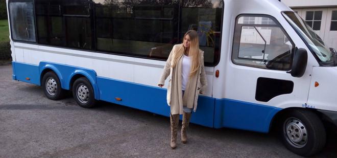 Cặp đôi biến bus cũ thành nhà xe đi du lịch thế giới - Ảnh 13.