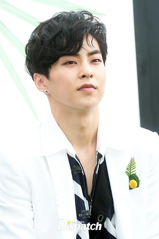 EXO trở lại: Có đẹp tựa hoàng tử giống fan xuýt xoa hay vừa sến vừa xuống sắc? - Ảnh 17.