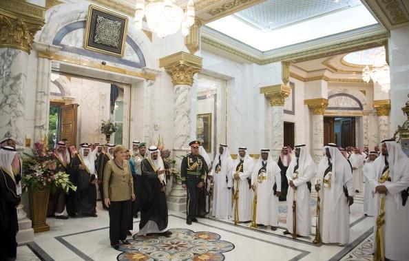 Cuộc sống xa hoa của quốc vương Saudi Arabia tại quê nhà - Ảnh 3.