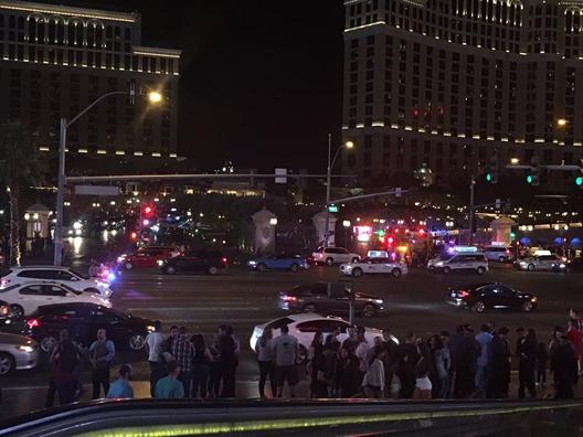 Súng nổ, khách hoảng loạn bỏ chạy khỏi khách sạn ở Las Vegas - Ảnh 3.