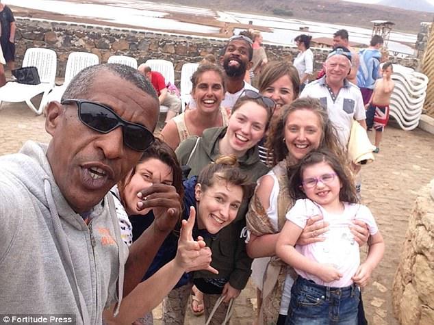 Ông bố 5 con giống hệt Obama - ảnh 3