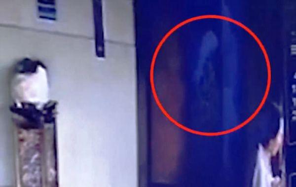 Vội vã vào thang máy, người phụ nữ rơi tự do từ tầng 7 xuống đất tử vong 3
