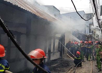 Hỏa hoạn tại Đà Lạt, cụ ông tử vong, 2 chiến sĩ PCCC bị thương - Ảnh 3.