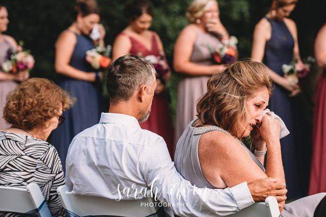 Giọng ông nội đã mất bỗng vang lên trong lễ cưới, cô dâu khóc nức nở - ảnh 3