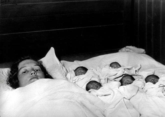 Cuộc đời sóng gió của ca sinh 5 đầu tiên trên thế giới: Bị trưng bày để kiếm tiền, cha đẻ xâm hại tình dục - Ảnh 3.