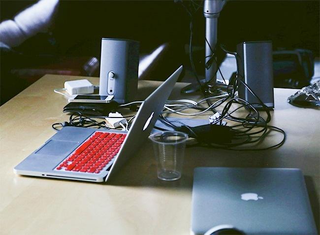 12 việc bạn thường làm khiến laptop bị tàn phá một cách nhanh chóng - Ảnh 3.