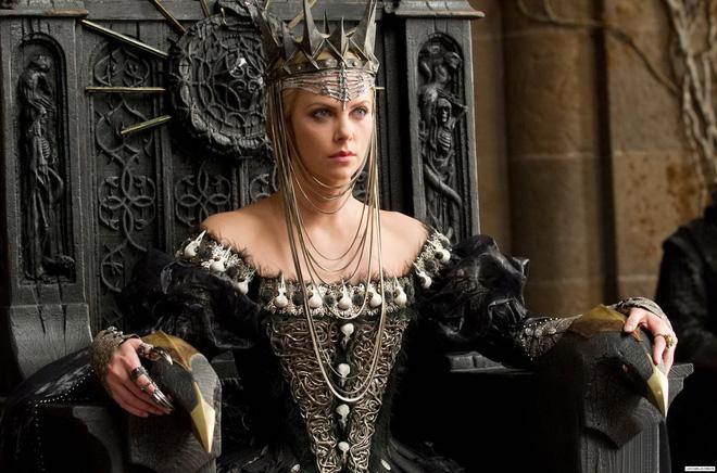 Hoàng hậu được mệnh danh là ác phụ độc dược, 3 đời chồng vẫn đẹp như đóa hồng Athens - Ảnh 3.