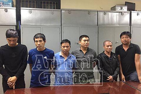 Cảnh sát hình sự Hà Nội giăng lưới triệt xóa ổ cờ bạc chuyên nghiệp trong hẻm tối - ảnh 3