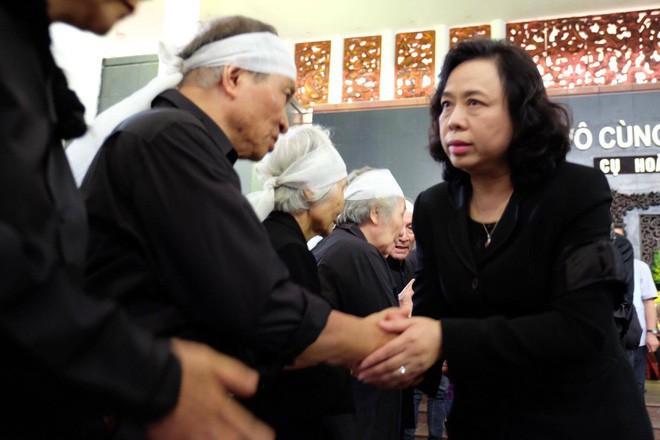 Người thân bật khóc bên linh cữu cụ bà Hoàng Thị Minh Hồ - người hiến hơn 5.000 lượng vàng cho nhà nước - Ảnh 13.