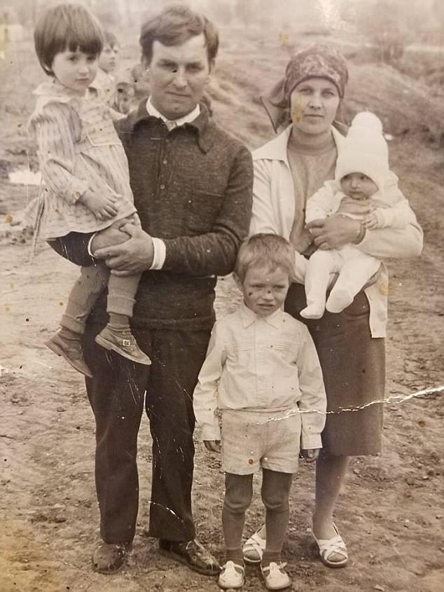 Bỏ qua lời dị nghị của hàng xóm, 39 năm sau cặp vợ chồng mới phát hiện sự thật đau lòng về cô con gái - Ảnh 3.